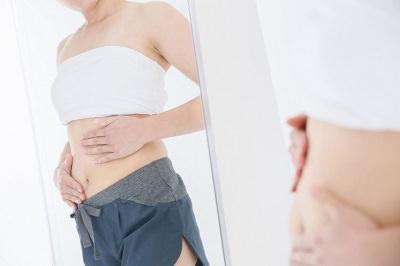 妊娠線を気にする女性